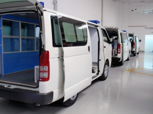 toyota-hiace-ambulance-conversion(1)
